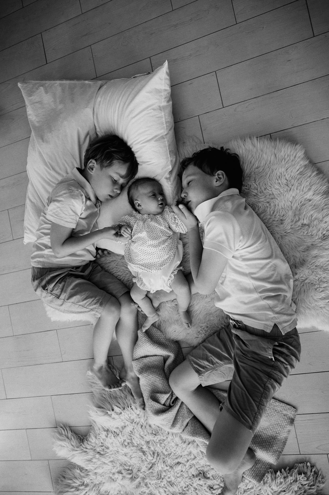 Kinder gemütlich zusammen